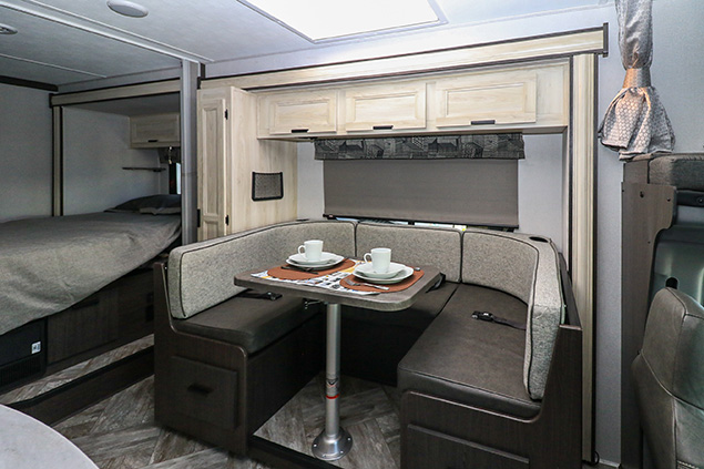 2021 FOREST RIVER SUNSEEKER 2440DS