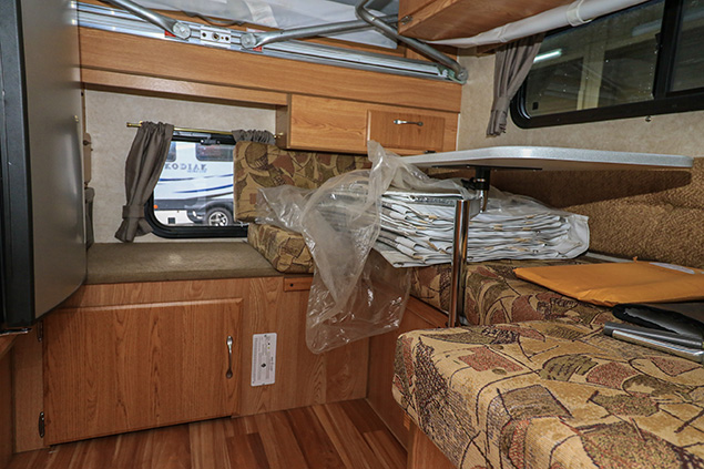 2013 NORTHSTAR POP UP 600SS TRUCK CAMPER