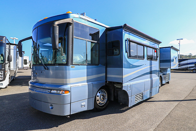 2003 WINNEBAGO ULTIMATE FREEDOM 40KD