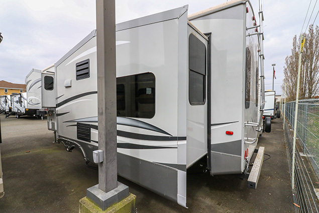 2014 FOREST RIVER SILVERBACK 29RE