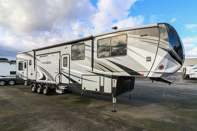 2018 HEARTLAND CYCLONE 4200 TOY HAULER