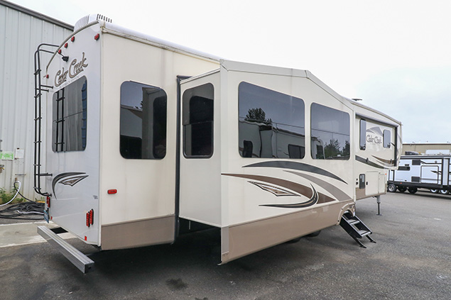 2018 FOREST RIVER SILVERBACK 37MBH