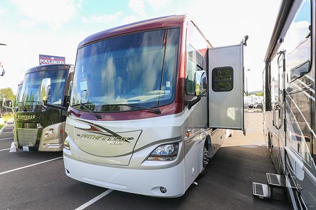 2015 Coachmen Pathfinder 405FK
