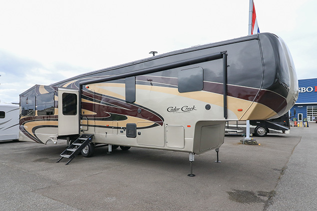 2019 Forest River Silverback 37MBH