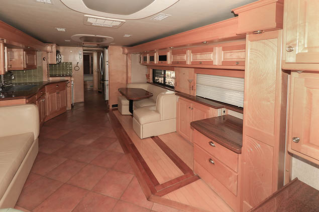 2004 COUNTRY COACH AFFINITY