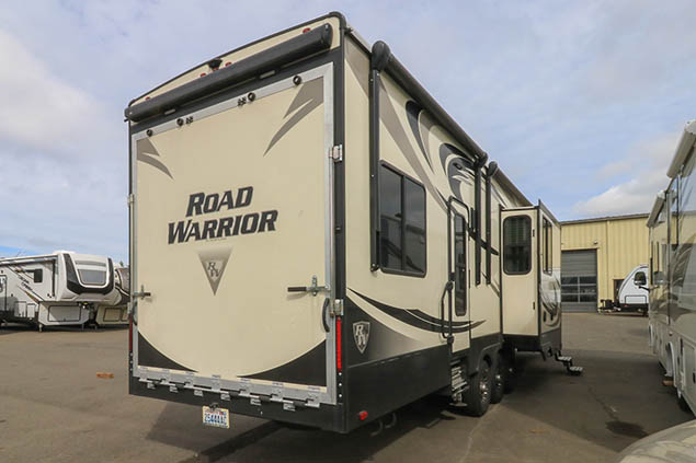 2017 HEARTLAND ROAD WARRIOR RW429 TOY HAULER