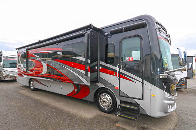 2022 Fleetwood Discovery 38W